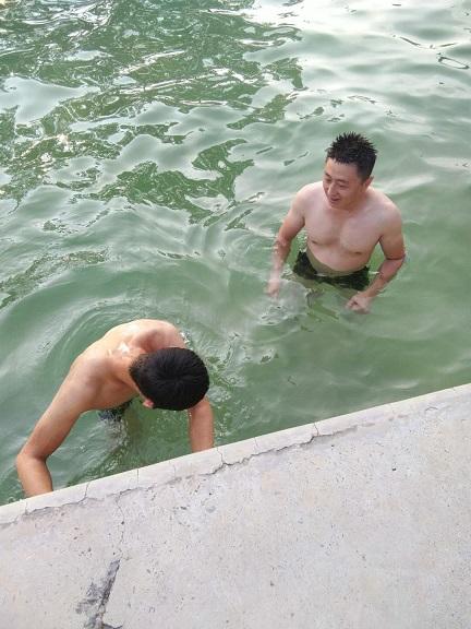 休息日的小活动:游泳