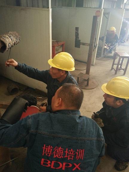 优秀学员李文昌给气体学员传授经验